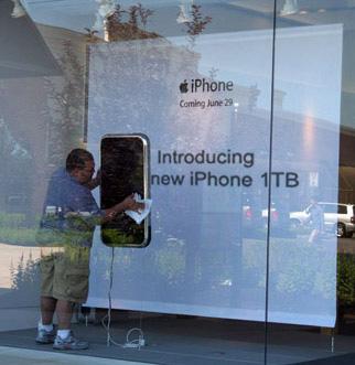 apple-store-iphone-display-1-small.jpg