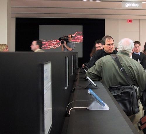 Steve Jobs e i giornalisti nel primo Apple Store - Foto: Joe Wilcox