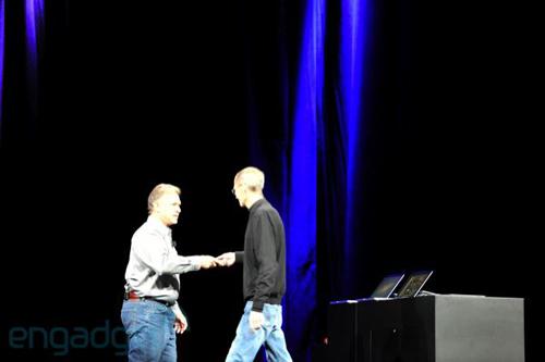 Steve Jobs lascia la parola a Phil Schiller al WWDC 2011