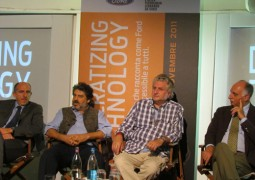 Democratizing Technology - Gaetano Thorel, Carlo Infante, Marco Zamperini, Carlo Cavicchi - The Apple Lounge