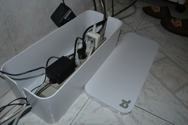 Nascondere fili tv dopo che metto il mobile come - Mensola porta modem ...