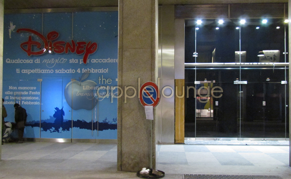 Apple Store Milano Centro - strani pannelli neri compaiono in Corso Vittorio Emanuele II - TheAppleLounge.com