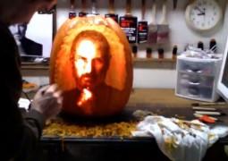 Zucca di Halloween con la faccia di Steve Jobs (16 ore di lavoro) - TheAppleLounge.com