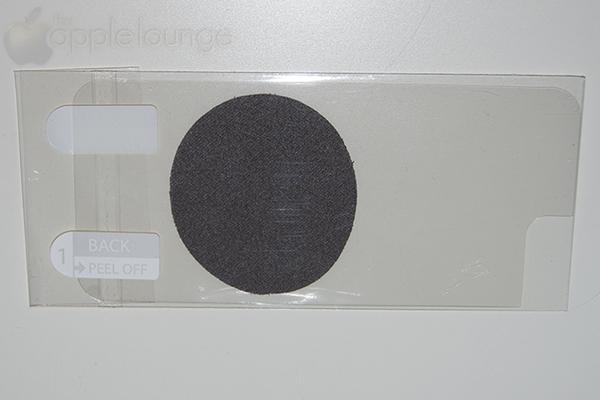 moshi iGlaze armour for iPhone silver, particolare della pellicola protettiva in dotazione per il retro del telefono - TheAppleLounge.com