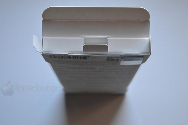 moshi iGlaze armour for iPhone silver, particolare dell'apertura della scatola - TheAppleLounge.com