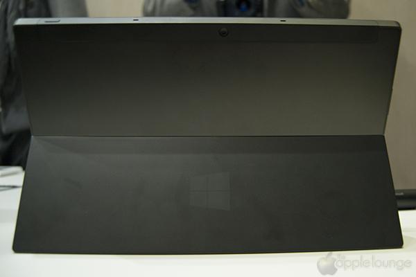 Microsoft Surface con Windows RT, immagine posteriore - TheAppleLounge.com