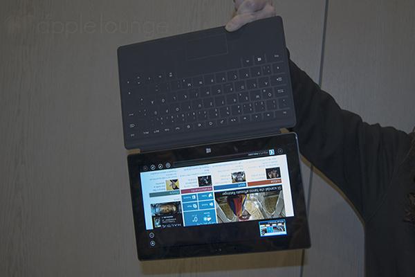Microsoft Surface con Windows RT, test di resistenza magnetica della tastiera - TheAppleLounge.com