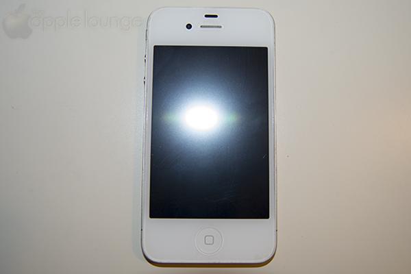 Pellicola protettiva aiino Anti-Riflesso e Anti-Impronte applicata ad iPhone 4S - TheAppleLounge.com