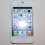 Pellicola protettiva aiino Anti-Riflesso e Anti-Impronte applicata ad iPhone 4S con display acceso - TheAppleLounge.com