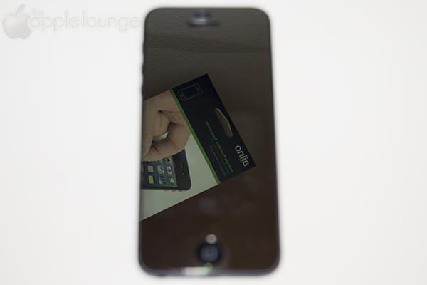 Pellicola protettiva aiino Specchio applicata ad iPhone 5 - TheAppleLounge.com