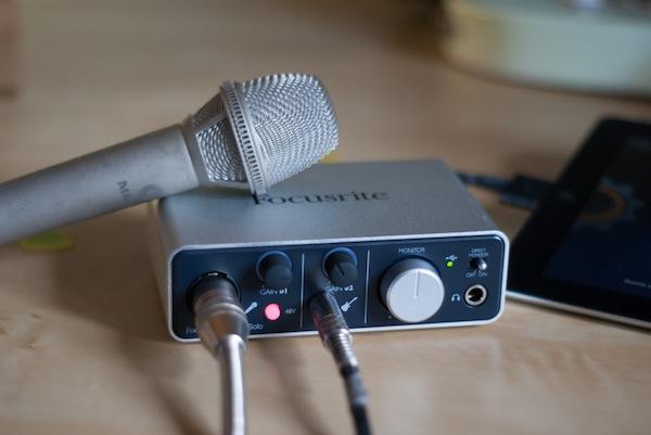 Focusrite iTrack Solo - microfono e led rosso