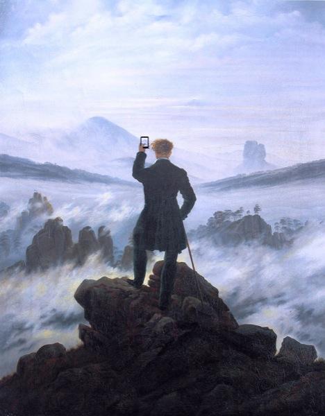 """Nel 1818, ovvero l'anno in cui Caspar David Friedrich dipinse il """"Viandante sul mare di nebbia"""", non esistevano i navigatori satellitari e quindi era facile perdersi. E quando si capitava per puro caso di fronte a simili splendide venute, non si poteva neanche fotografarle per caricarle su Instagram condendole con gli hashtag più in voga. Che tempi."""