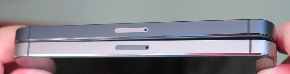 iPhone 5 e 5s con gli sportellini SIM invertiti: un taoismo tutto ardesia/siderale.