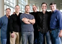 Foto di gruppo d'annata: da sinistra Phil Schiller e Tony Fadell