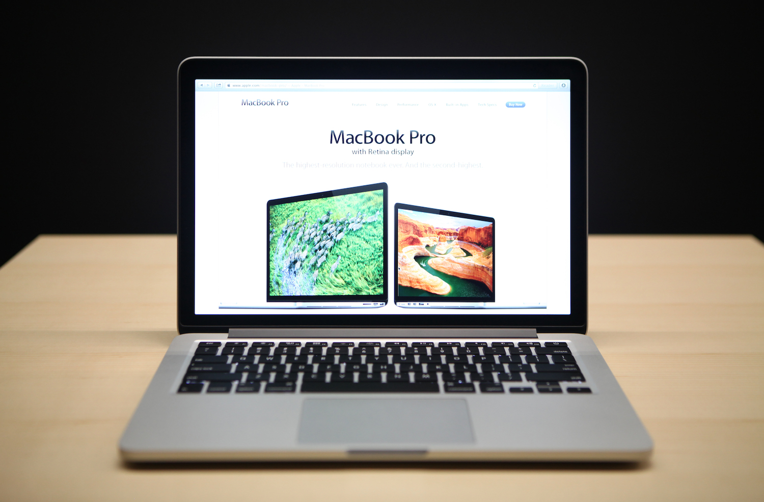 The new 13 inch Macbook Pro with a Retina display is seen during Apple's special event at the California Theatre in San Jose on October 23, 2012 in California.   AFP PHOTO/ Kimihiro Hoshino        (Photo credit should read KIMIHIRO HOSHINO/AFP/Getty Images)